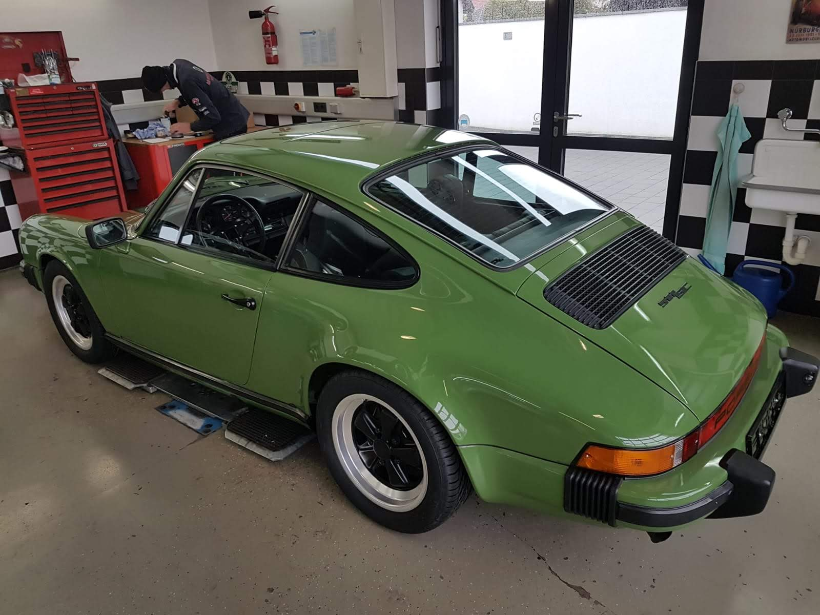 Sattlerei K.M. Lederdesign Porsche grün lederverarbeitung polstern