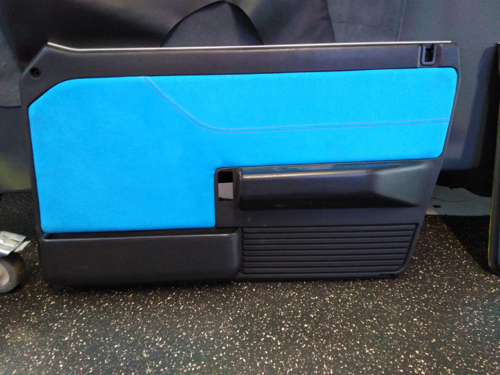 Sattlerei K.M. Lederdesign tuerverkleidung blau lederverarbeitung polsternv