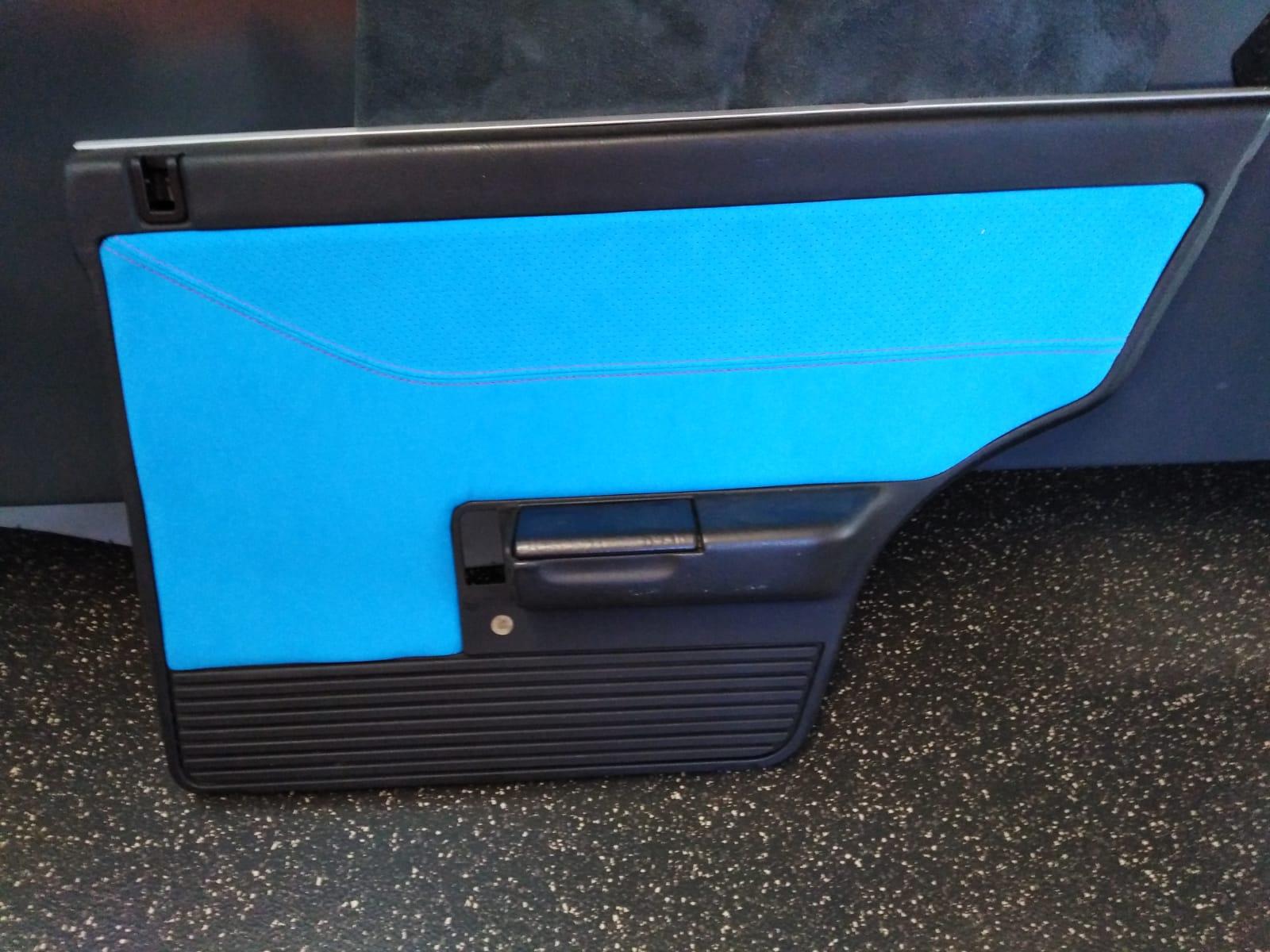 Sattlerei K.M. Lederdesign tuerverkleidung blau lederverarbeitung polstern, Lederinterieur für Autos