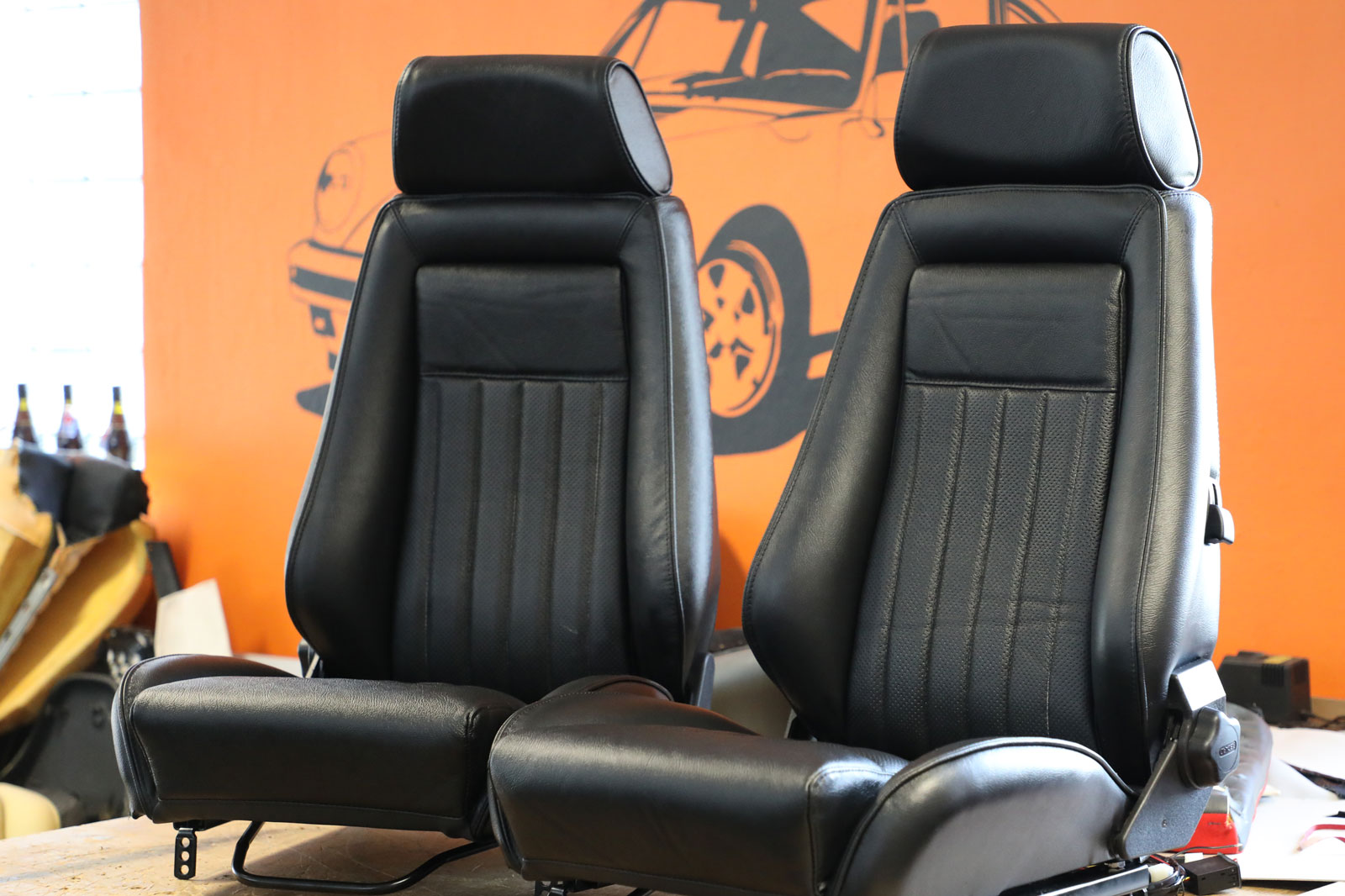 Sattlerei K.M. Lederdesign, Polsterer, Recaro Sitze vorn Sattlerei Autositze beziehen