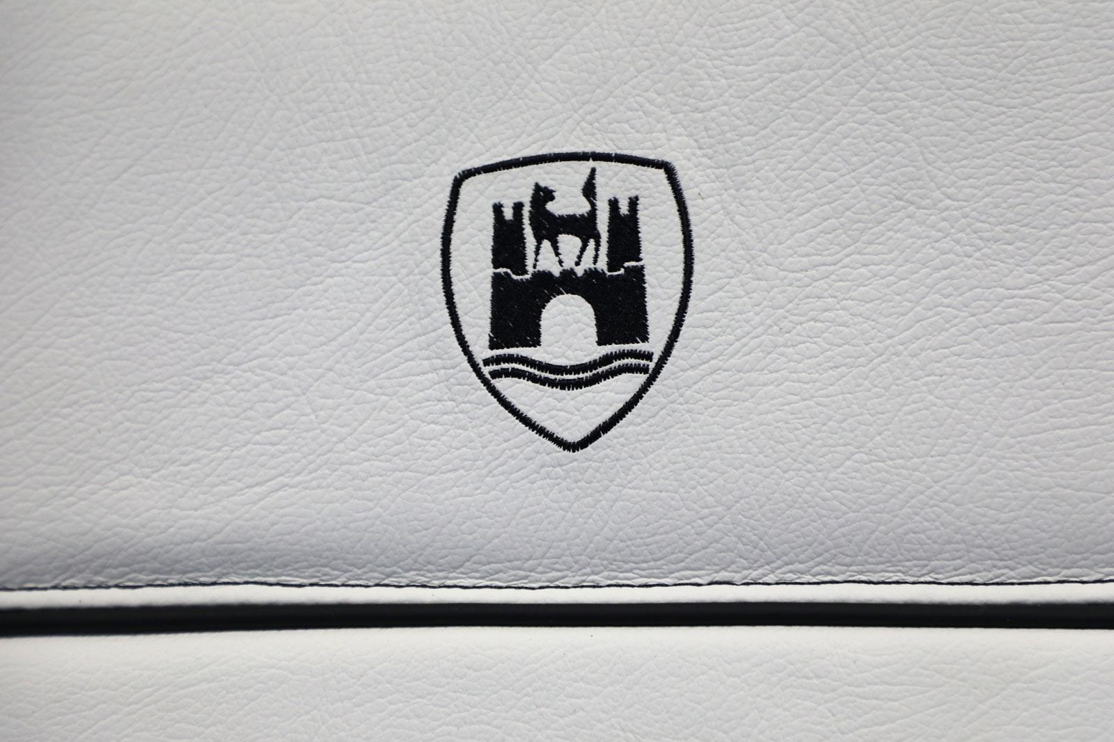 Sattlerei K.M. Lederdesign, Polsterer, Recaro Sitze weiß Sattlerei Autositze beziehen Naht